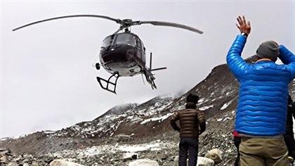 Nouvelles avalanches sur l'Everest et premières évacuations