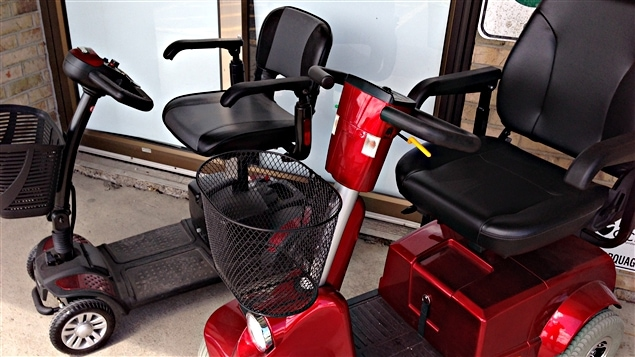 Dès le 1er juin, Québec expérimentera l'usage des fauteuils roulants motorisés, des triporteurs et des quadriporteurs sur les trottoirs, certains chemins publics et les pistes cyclables.