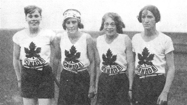 Des sportives canadienne aux Jeux olympiques d'Amsterdam, en 1928 (Florence Bell, Myrtle Cook, Ethel Smith et Fanny Rosenfeld)