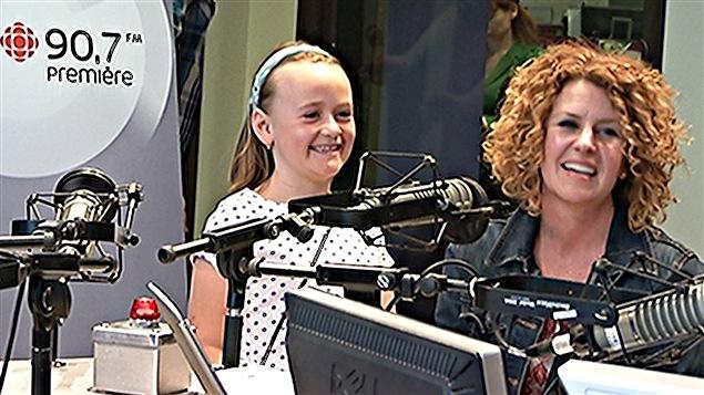 Nathalie Carrière et sa fille Charlotte, 8 ans, qui est en rémission du cancer.