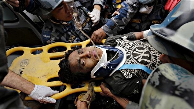 Pema Lama, sorti des décombres cinq jours après le séisme