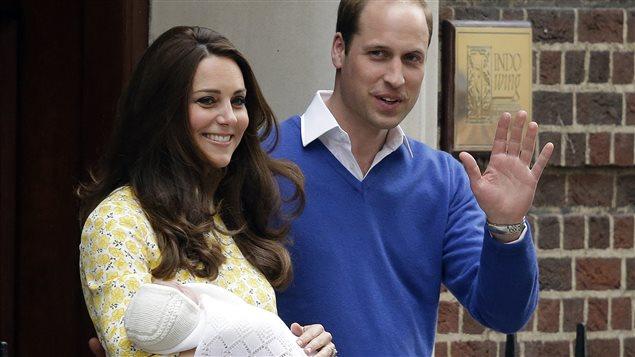 Kate, William et leur nouveau-né.