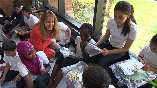Les élèves de l'école Barclay de Montréal ont reçu des livres neufs en cadeau