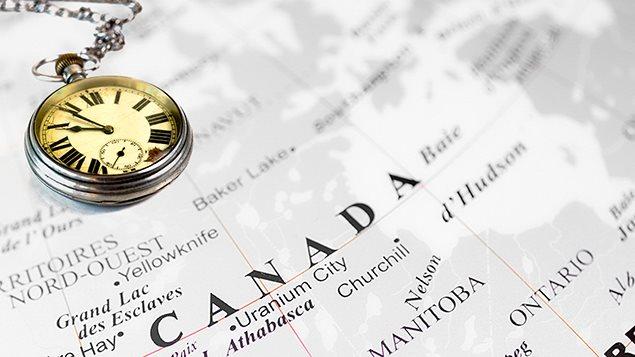 Une boussole sur la carte du Canada