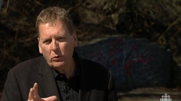 الصحافي آلان كروفييه، محرر الشؤون الدينية والروحانية في راديو كندا (هيئة الإذاعة الكندية)