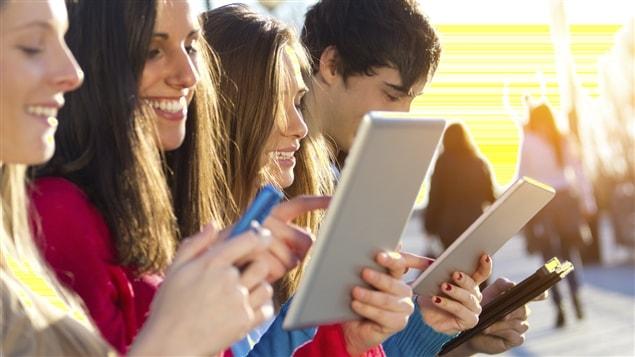 L'exposition constante aux écrans entraîne une chute de la capacité d'attention.
