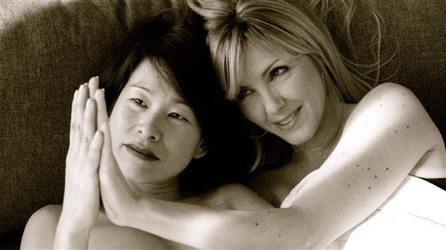 Kim Thúy et Véronique Cloutier dans une photo de la série <i>Les couples imaginaires</i>