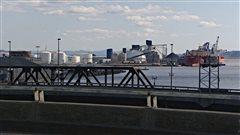 Le gouvernement et le Port de Québec ne s'entendent pas sur l'évaluation environnementale du projet d'agrandissement.