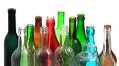 Le ministre de l'Environnement David Heurtel souhaite imposer la consigne des bouteilles de vins au Québec. Un projet de loi serait en préparation et pourrait être soumis d'ici quelques semaines au conseil des ministres