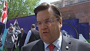 Le maire de la Ville de Montréal, Denis Coderre, souhaite des consignes pour les bouteilles de vin.