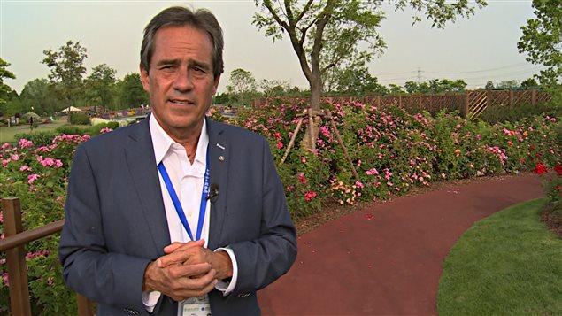 L'ancien directeur du Jardin Botanique de Montréal, Gilles Vincent, dans le jardin de Shanghai
