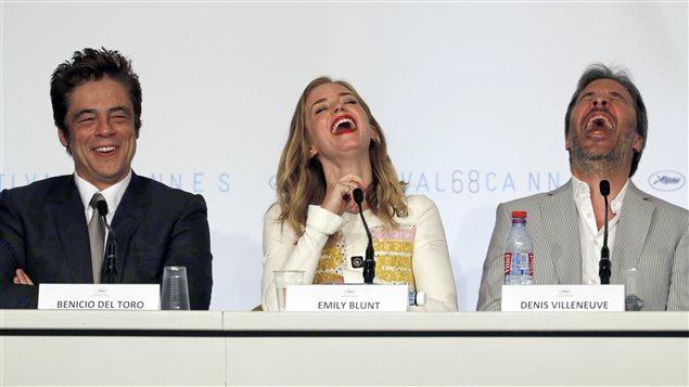Les acteurs Benicio Del Toro et Emily Blunt en conférence de presse avec le réalisateur québécois Denis Villeneuve au Festival de Cannes.