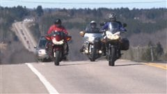 Des motocyclistes