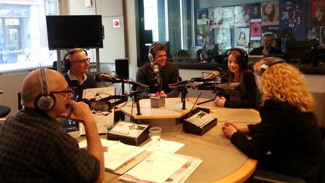 Carl Bernier en compagnie d'Yvan Cloutier, Patrick Pilon, Léa Godbout et Rachel Dugas