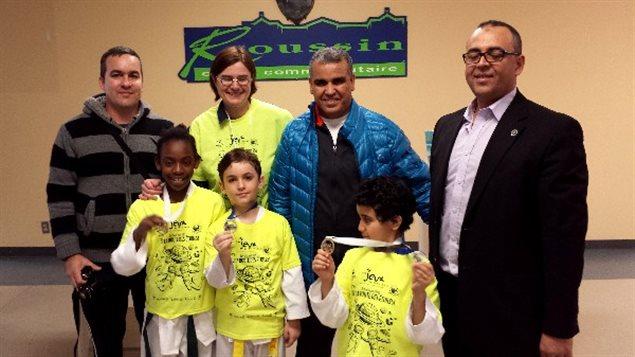 الأستاذ عبد الإله الصبّار ( إلى اليمين) رئيس مدرسة الأبطال الاولمبيين للتايكواندو  مع تلاميذ فازوا بالميداليّات  في دورة مونتريال