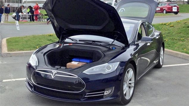 la tesla est la voiture lectrique la plus vendue au canada. Black Bedroom Furniture Sets. Home Design Ideas