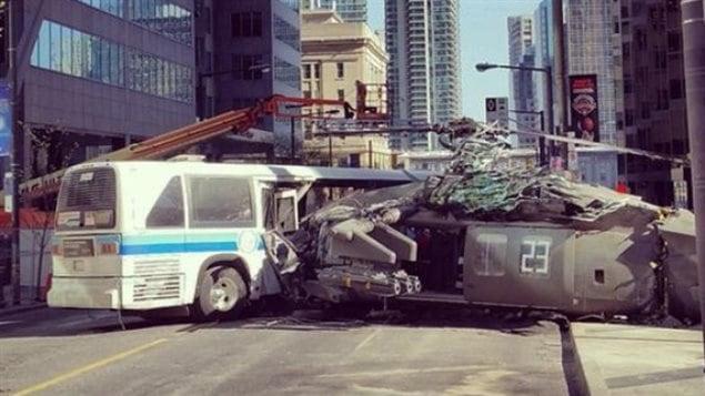 Un écrasement d'hélicoptère mis en scène dans le cadre du tournage de Suicide Squad