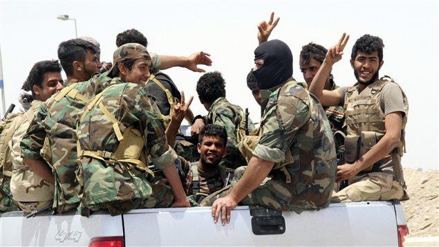 Des miliciens chiites sont arrivés samedi à Khalidiya, à 100 km à l'ouest de Bagdad, pour défendre la ville contre une attaque de l'État islamique. Ils venaient prêter main-forte dans une alliance circonstan à des combattants issus de tribus sunnites et des policiers locaux.
