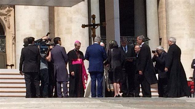 Le premier ministre Couillard peut s'entretenir quelques minutes avec le pape François.