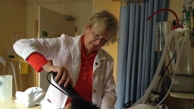 Kathleen Mahony, bénévole coiffeuse pour la Fondation PalliAmi.