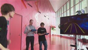 Des étudiants de Polytechnique font l'essai de « Neon », une course à obstacles virtuelle.