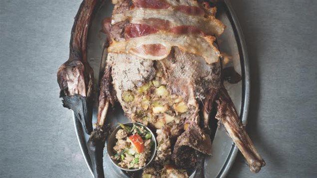 Une oie farcie, photo de la page couverture du Livre de recettes familial du Nunavik