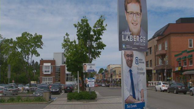 Des pancartes électorales sur l'avenue Maguire, dans la circonscription de Jean-Talon