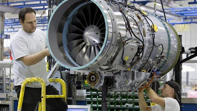 Assemblage d'un moteur à l'usine de Pratt & Whitney de Longueuil (archives)