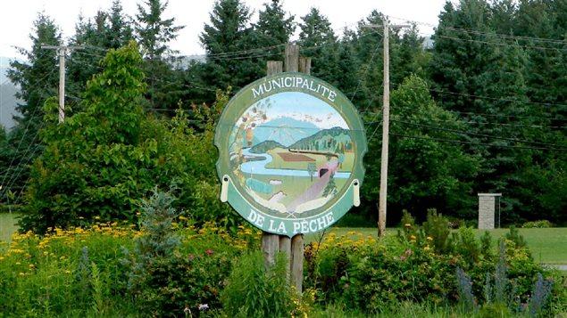 Panneau indiquant l'entrée de la municipalité de La Pêche, en Outaouais
