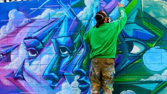 L'artiste Monk.e à l'oeuvre à San Nicolas, Nuevo Leon, Mexico