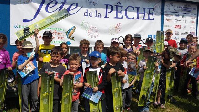 Une soixantaine d'enfants toute la fin de semaine leur cours d'initiation à la pêche au bord du lac Flavrian, l'année dernière