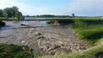 La pluie forte cause des inondations dans portneuf ici for Auberge maison deschambault