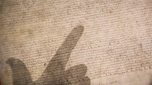 Un manuscrit de la Magna Carta exposé au British Museum de Londres.