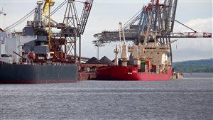 Des bateaux amarrés au port de Québec