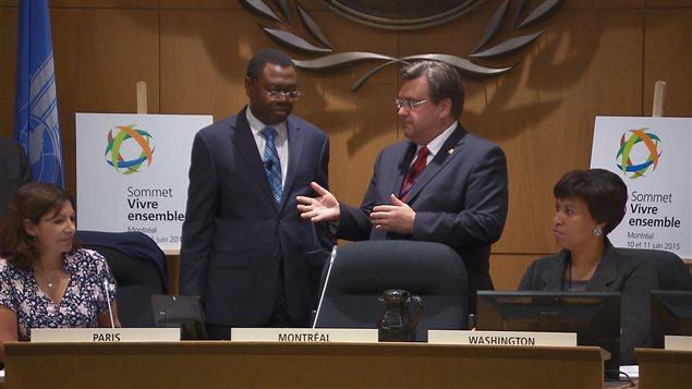 Le maire de Montréal Denis Coderre présente le maire de Dakar, Khalifa Ababacar Sall. Ils sont entourés des maires de Paris, Anne Hidalgo, et Washington, Muriel Bowser.