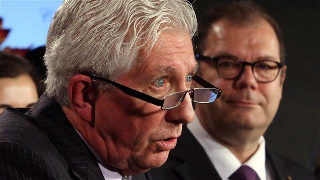 Gilles Duceppe avec, en arrière-plan, Mario Beaulieu, en conférence de presse à Ottawa
