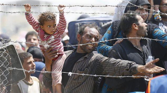Des réfugiés syriens è la frontière turque