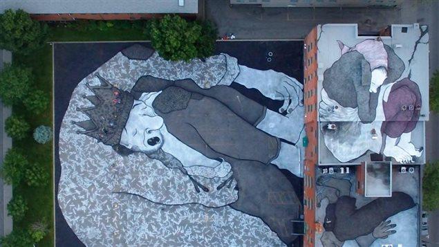 Les Rois d'en bas, fresque sur les toits d'Oxfam-Québec sur la rue Notre-Dame à Montréal. Une oeuvre réalisée par Ella et Pitr.