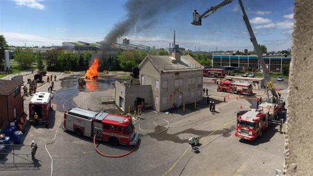 Exercice de simulation à l'Académie des pompiers de Toronto.