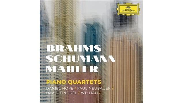 La pochette de l'album <i>Brahms Schumann Mahler: Piano Quartets</i>, par Daniel Hope, Paul Neubauer, David Finckel et Wu Han, paru sous étiquette Deutsche Grammophon