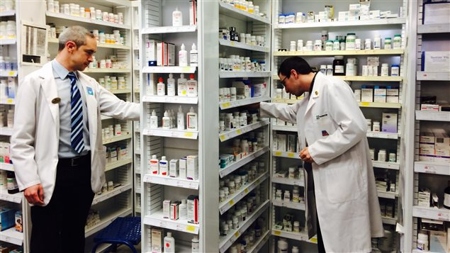 Des pharmaciens au travail