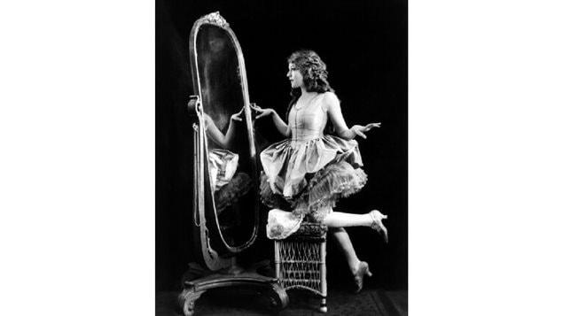 Studio portrait of mary Pickford in 1920