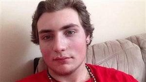 Le jeune homme est accusé de voies de fait graves.
