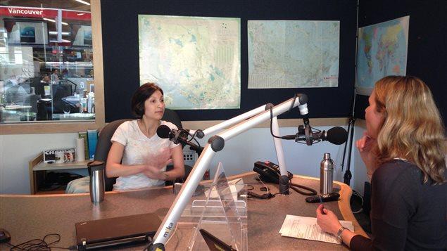 Loubna Akhabir en entrevue avec Célyne Gagnon, à l'émission Le monde chez nous