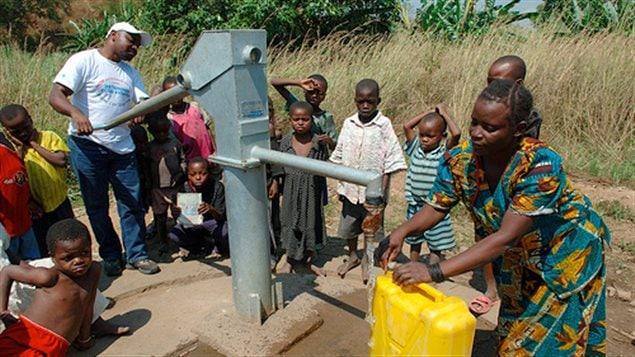 Un point d'eau dans certaines régions en Afrique peut ravitailler plus d'un village