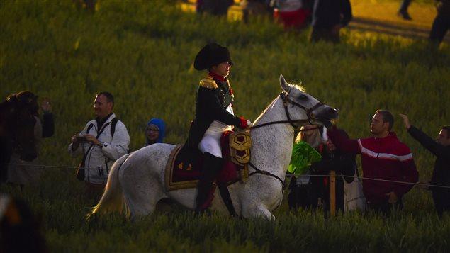 Un sosie de Napoléon Bonaparte prenant part à la reconstitution de la bataille de Waterloo le 20 juin dernier en Belgique.