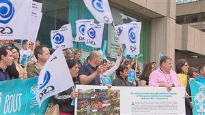 Près d'une centaine de personnes ont manifesté ce midi à Québec.