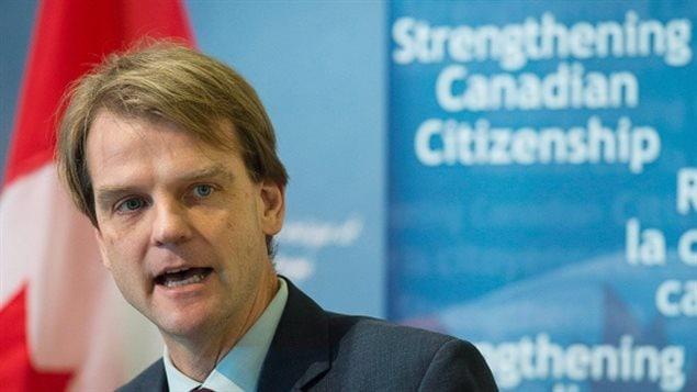 Les Canadiens binationaux peuvent être privés de leur nationalité canadienne s'ils sont déclarés coupables de « terrorisme » ou « d'espionnage », une mesure destinée à « lutter contre la menace de terrorisme djihadiste », indiquait vendredi 29 mai Chris Alexander, ministre canadien de l'Immigration. - Andrew Vaughan/Canadian Press