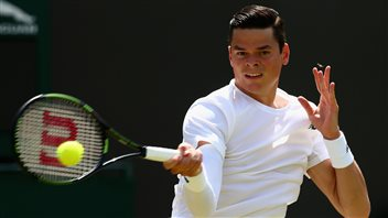 Milos Raonic tombe, Djokovic en contrôle