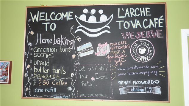 menu du restaurant l'Arche Tova Café de Winnipeg.